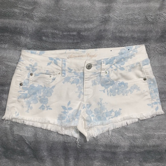 American Eagle Outfitters Pants - Denim floral print shorts
